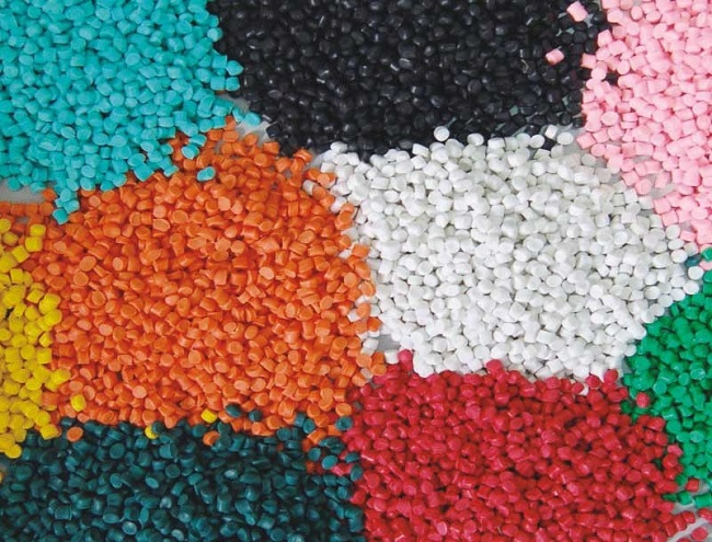 Những hạt nhựa PP được sản xuất nhiều màu theo yêu cầu khách hàng