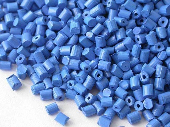 Hạt nhựa màu được tạo nên từ nhựa nền