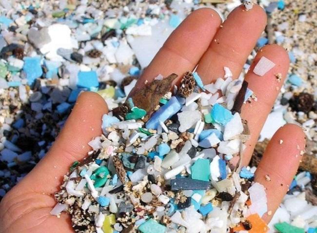 Hình ảnh hạt vi nhựa microbeads với nhiều màu sắc khác nhau