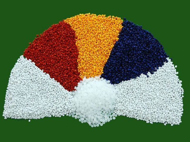 Nhựa rác thải được thu gom, tái chế thành hạt nhựa để ứng dụng trong đời sống