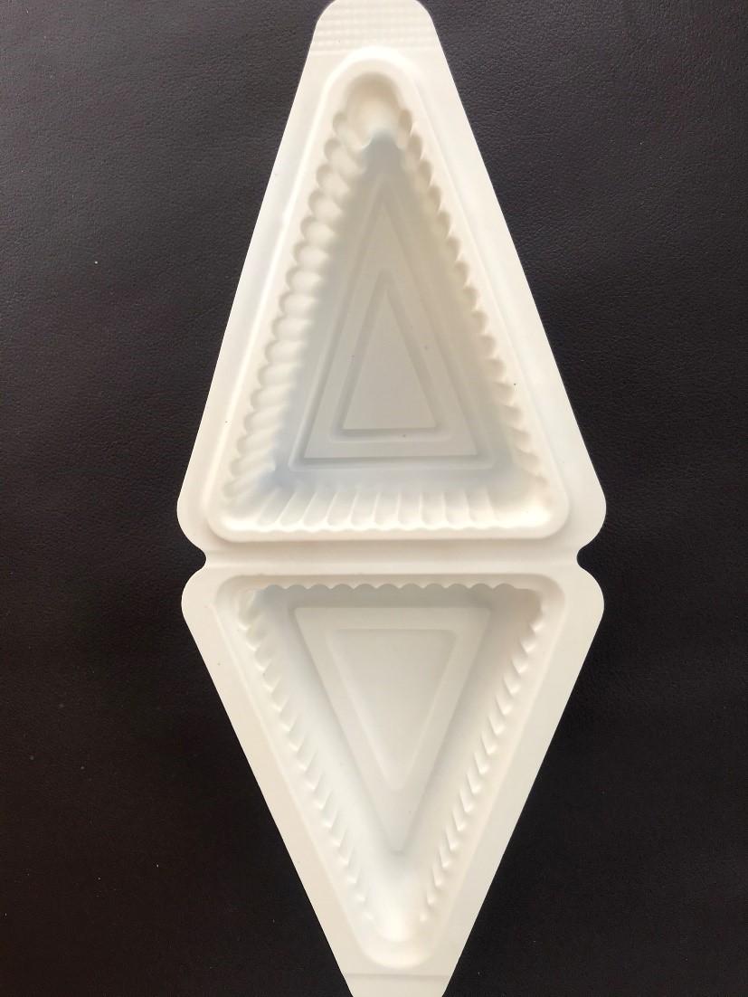 Hộp bánh tam giác làm từ nhựa sinh học